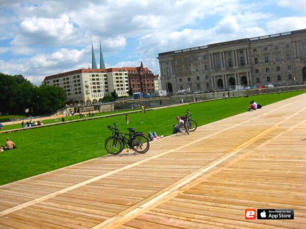 Schloss Platz Satdtschloss Grünfäche Park Life Work Balance Stadtschloss