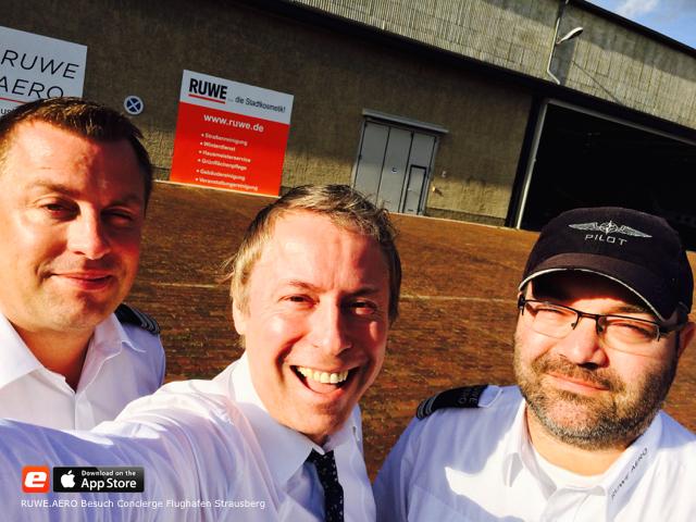 Derek Hans Pokorny Pilot Flugzeug Halle Flughafen Beschreibung RUWE AERO Besuch Concierge Panorama