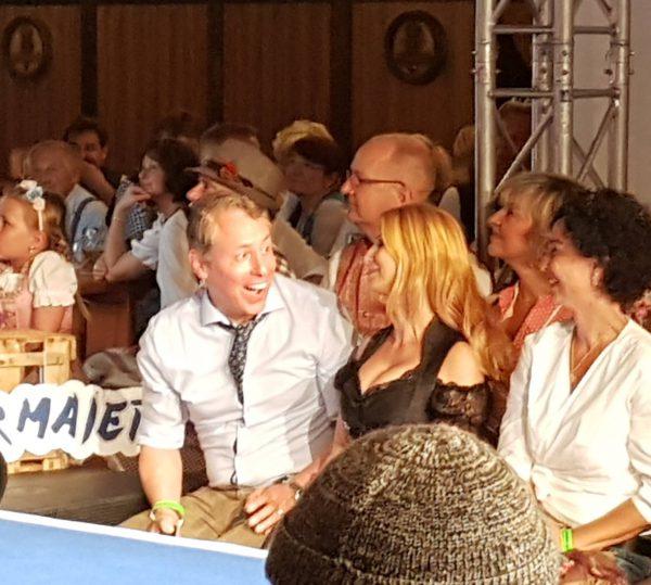 Angermaier Trachtennacht Hofbraeu Berlin Gerry Concierge Tisch VIP Bettie Ballhaus Christiane Mo