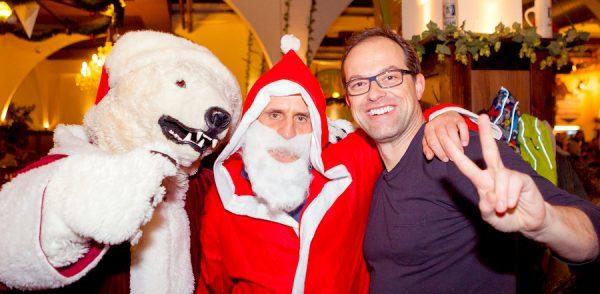Maskotchen-Eisbaeren-Weihnachtsmann-Fotograf-Weihnachtsfeier-Unternehmen-Hofbraeu-Berlin-Photoconcierge-Joerg-Unkel