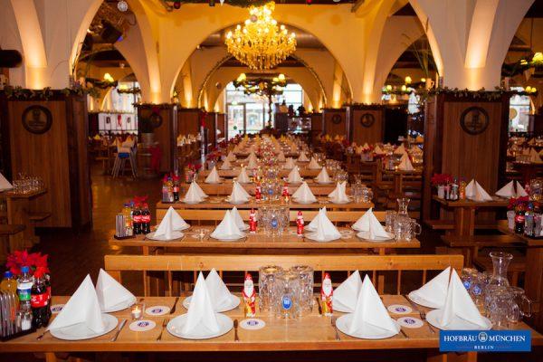 Weihnachtsfeier Eventplanung Schmuck-Dekoration-Weihnachtsfeier-Unternehmen-Hofbraeu-Berlin-Photoconcierge-Joerg-Unkel