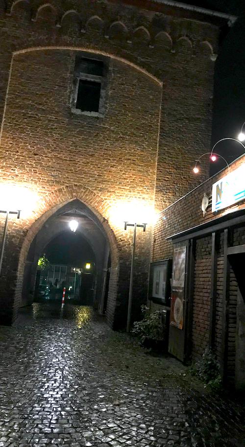Burg Portal Sightseeing AKZENT Hotel Brueggen er Klimp Burgwall Concierge Gerry Kritik
