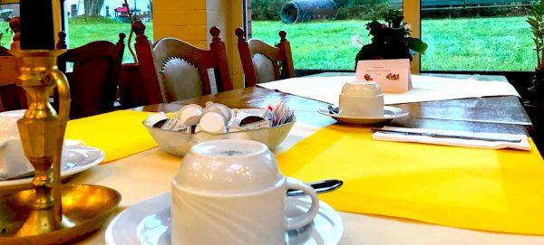 Erlebnisbericht Brüggen Gedeck Tisch Frühstück Breakfast AKZENT Hotel Brueggener Klimp Burgwall Concierge Gerry Kritik