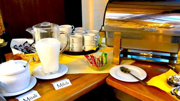 Milch Müsli Frühstück Breakfast AKZENT Hotel Brueggen er Klimp Burgwall Concierge Gerry Kritik