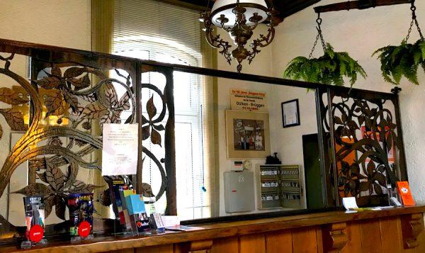 Bahnhof Rezeption AKZENT Hotel Brueggen er Klimp Burgwall Concierge Gerry Kritik
