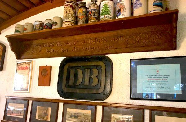Bahnhof Accessoire DB Lounge AKZENT Hotel Brueggen er Klimp Burgwall Concierge Gerry Kritik
