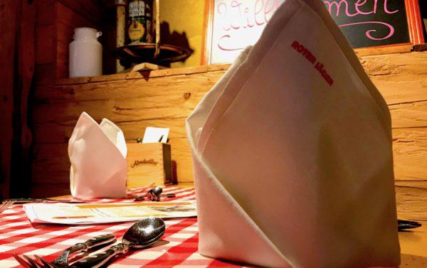 Roter Jaeger Schnitzel Buffet Gedeck Tisch Reservierung