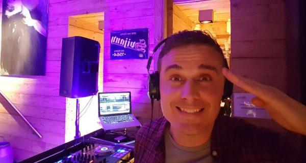DJ DJensen Jens Roter Jaeger Weihnachtsfeier Party Gerry Concierge Portrait