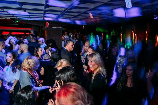 2017 Hauptstadt Herzen Amber Suite Club Berlin Gerry Concierge Blog Bild Johannes Fraebel Tanzflaeche Gaeste