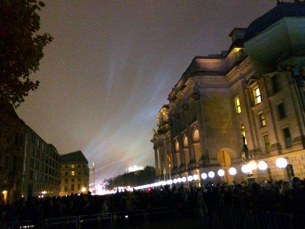 2014 Reichstag Ballons 25 Jahre Mauerfall 9 November Gerry Concierge Bike Dienstrad Dienstfahrzeug.jpg