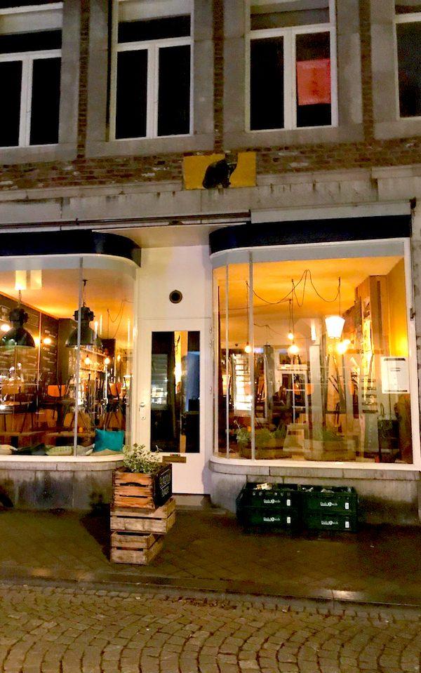 2017 Shoppen Mercedes Benz Workhop Restaurant Maastricht Maas Joanna Robert Cichecki Workshop Concierge Gerry City Tour Sightseeing Night (12)