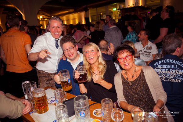 Gaeste Gerry Concierge Hofbraeu Berlin Neujahrsparty Frontal Photoconcierge Joerg Unkel