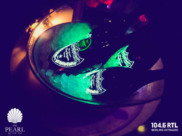 VIP Gaeste Flasche Dom Perignon Concierge Gerry DJ FOX KuDamm After Work 1046 RTL 08022018 Fotos Jan und Angela Schroeder