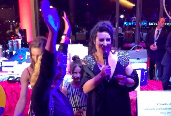 VICTRESS AWARD Wolfgang Bahro VIP Gast Freund Concierge Gerry Sonja Fusati Gewinnerin Tombola Hauptgewinn