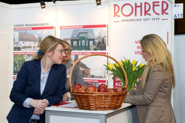 BIM Immobilien Messe Rohrer Berlin Concierge Community Foerderer Stand Party Referat Vortrag Meeting Team Susan Siebert Claudia Veltmaat Kristina Foest Fotograf Maren Schulz FH8E0327