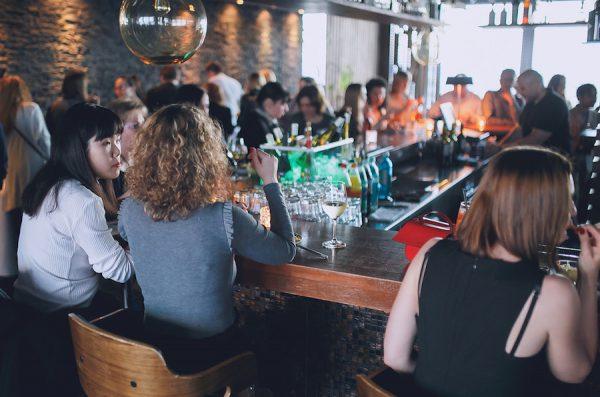 AFTER WORK DANCE 20th Europa Center Concierge Gerry Buffet Dinner Live Music Fotograf Jan Schroeder Dinner Buffet Bar essen platz IMG92787