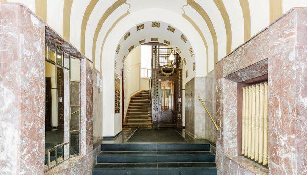 Aufgang Eingang Wohnung 10717 Berlin Kauf Objekt 105014 O56673 Altbau Charme Bayerischen Viertel Rohrer Immobilien IMG_0104