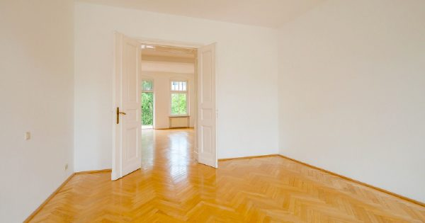 Wohnung Berlin Kauf Objekt 105726 O 56713 Bezugsfrei Wunderschoene Altbauwohnung nahe Mueggelsee o56713_lang5_wohnraum_2___blickrichtung_tuer
