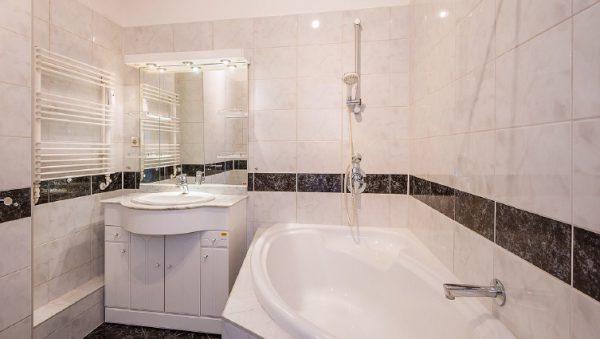 Wohnung Berlin Kauf Objekt 105726 O 56713 Bezugsfrei Wunderschoene Altbauwohnung nahe Mueggelsee o56713_lang6_bad