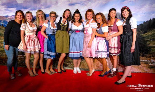 Fotowand Damen Dirndl Redcarpet Hofbrraeu Berlin Oktoberfest 2018 Joerg Unkel Hauptstadtfotografen 180922_Ho_2736