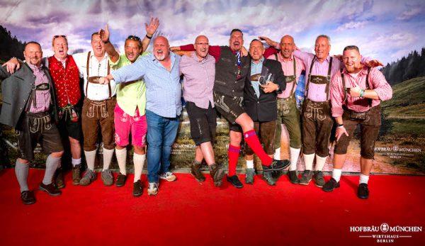 Herren Gaeste Redcarpet Fotowand Gerry Concierge VIP Support Hofbraeu Berlin Oktoberfest 2018 Joerg Unkel Hauptstadtfotografen 180922_Ho_2764