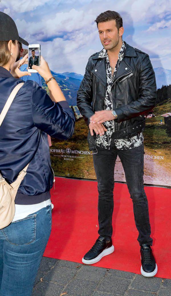 Jay Khan VIP Concierge Gerry Hofbraeu Berlin Oktoberfest 2018 Joerg Unkel Hauptstadtfotografen 180922_Ho_2293