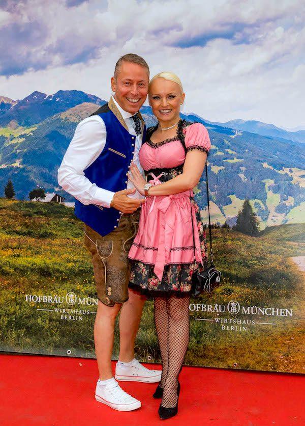 Jeannette Feuerboeter Gerry VIP Concierge Hofbraeu Berlin Oktoberfest 2018 Joerg Unkel Hauptstadtfotografen 180922_Ho_2278