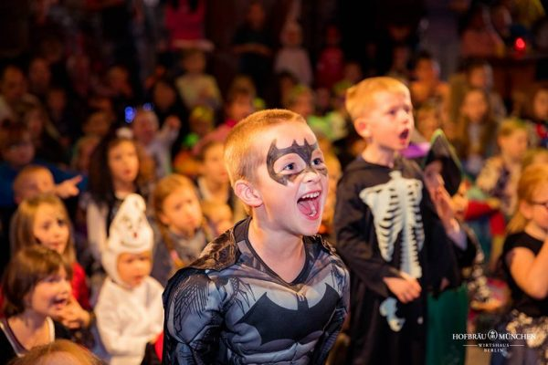 Hofbraeu Halloween Brunch Kinder Christian Bahrmann Der Kika Kikaninchen Gohl Fotograf Joerg Unkel