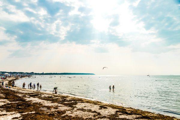 Bilder Ostsee Warnemuende Pic Fotograf Ronny Wunderlich Strand Laufen walk Rolf Butschkat OVB Denkmal Gebäude Investition Eigentumswohnung