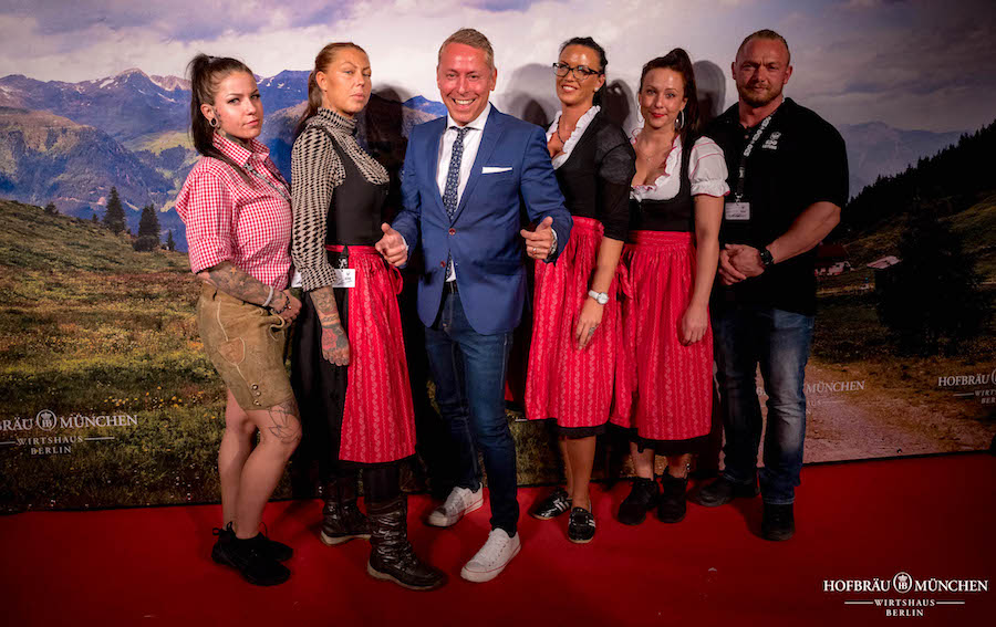 Sicherheit Security Michael Schellbach SDG Hofbraeu Berlin Oktoberfest Fotograf Joerg Unkel PhotoConcierge Concierge Gerry VIP Team RedCarpet 181005_Ho_4405