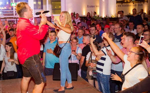 10 Jahre Flottn3er Party Band Hofbraeu Berlin Event Tobee Auftritt Mallorca Etage Live Band Photoconcierge Joerg Unkel 180907_Ho_1070