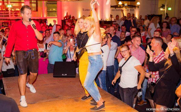 10 Jahre Flottn3er Party Tobee Mallorca Bierkoenig Band Hofbraeu Berlin Event Etage Live Band Photoconcierge Joerg Unkel 180907_Ho_1066