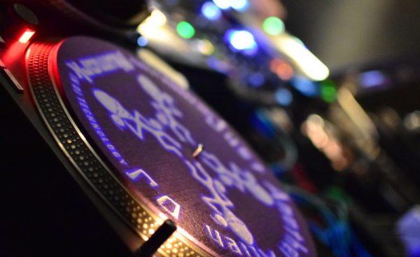 MisStake Girls Elektro Style Ostkreuz Polygon Club Berlin AntiValentine Valentine DJanes Miss Roxy Pretty Pink Zusan DJ Desk