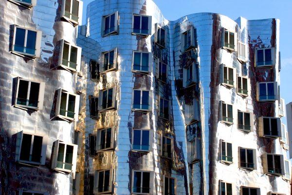 Duesseldorf Freunde Rhein entdecken Hafen Architektur