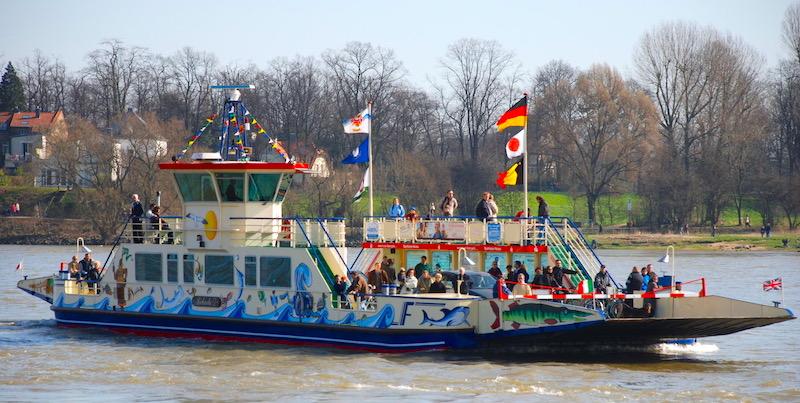 Duesseldorf Freunde Rhein entdecken