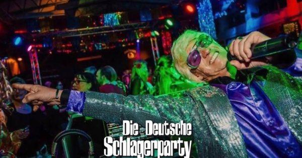 Deutsche Schlagerparty frankie DJ Columbia Damm Theater Flugahfen Tempelhof Gerry Concierge Foto Frank Berkholz Freundinnen Tarif Entre