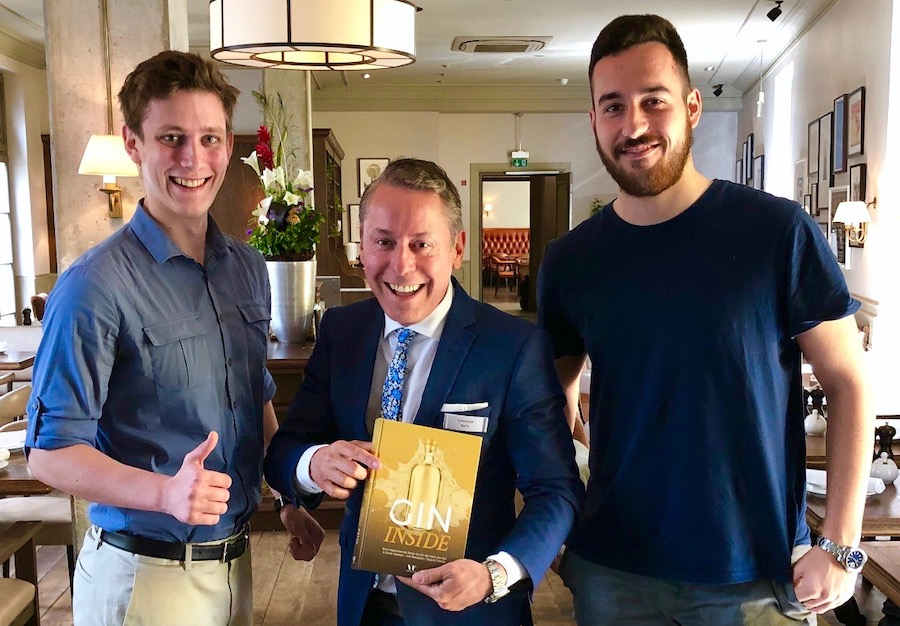 GIN INSIDE VT Verlag Buch Widmung Victor Hochheiden Tom Channir Besuch monbijou Hotel Breakfast Meeting Widmung Buch Blog