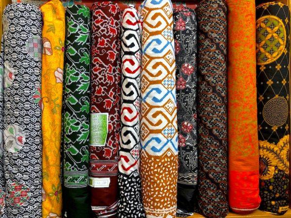 Strukturen-Botschaft-neues-Design-Architektur-Stoffe Grand-Indonesia-Shopping-Town-Galeri-Kaya-Alun-Shawl-Alleira-Batik Style