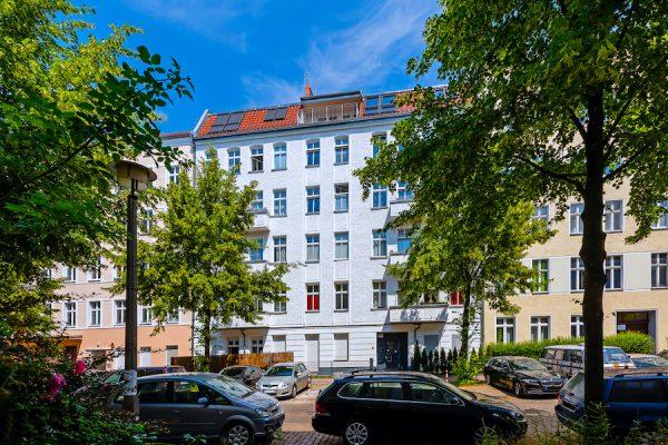 Hausansicht 2020 2301 Hochwertige 3-Zimmer-DG-Wohnung Erstbezug, Südterrasse mit Panoramablick, direkt am Prenzlauer Berg o-62925 Prenzlauer Berg wird erwachsen?