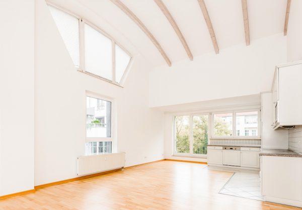 2020 1011 Kueche Terrasse Dachgeschosswohnung Berlin kaufen Niederschoenhausen O64255 Tolle Immobilien