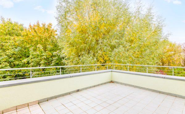 2020 1011 Terrasse Fläche Dachgeschosswohnung Berlin kaufen Niederschoenhausen O64255 Tolle Immobilien
