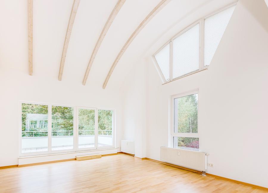 2020 1011 Wohnen Wohnzimmer Dachgeschosswohnung Berlin kaufen Niederschoenhausen O64255 Tolle Immobilien