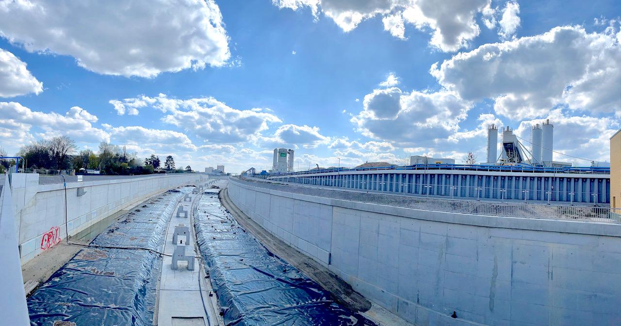 Beeindruckende weltweite Referenzen komsol saniert versiegelt Beton dauerhaft ungiftig Beton Autobahn Risse Mikrorisse Neubau