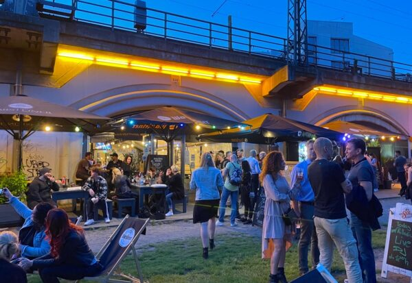 Hackescher Markt Bar Palladium Party Open Air Party Gaeste Stimmung Atmosphäre