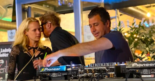 Hackescher Markt Bar Palladium Party Open Air Party Gaeste Stimmung Atmosphäre DJ Live